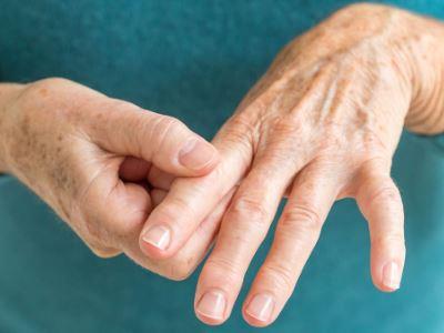 ízületi fájdalom, reuma ütés a lábujj ízületének kezelésénél