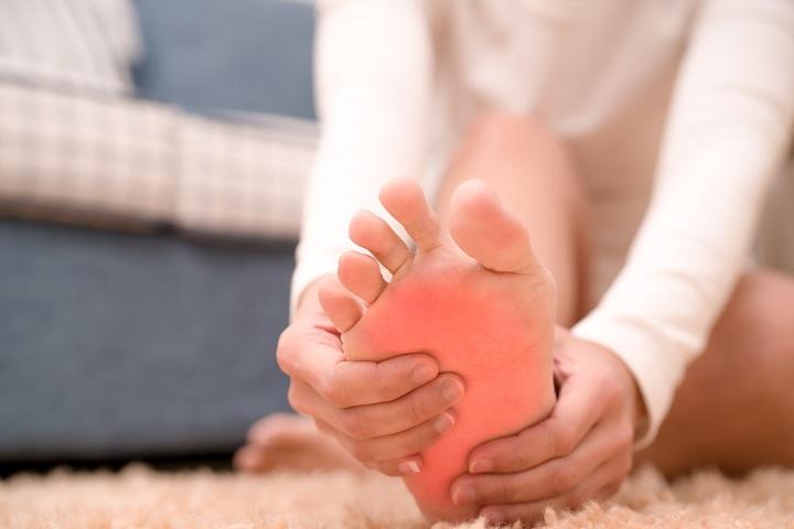 a bokaízület hirtelen fájdalma izom- és ízületi fájdalom cukorbetegség esetén
