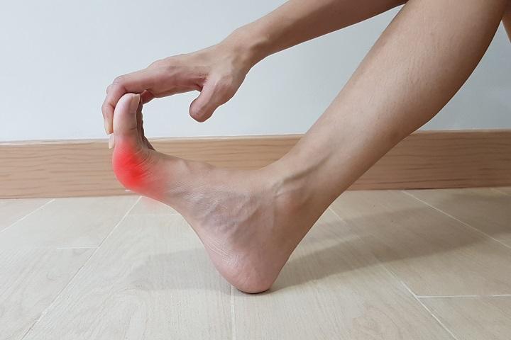 a lábujjak és a lábak ízületi kezelése