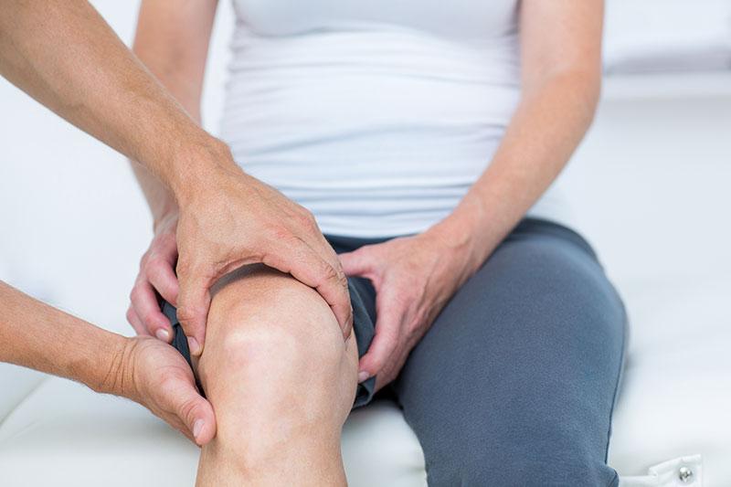 idős ember súlyos ízületi fájdalma fájdalom a láb-csípőízületben