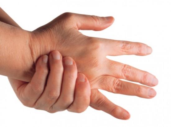 fájdalom a kéz csuklóízületeiben