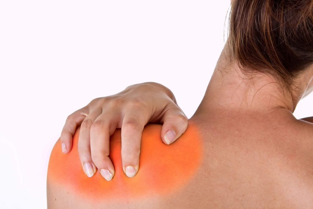 a vállak ízületei repedés izomfájdalmak