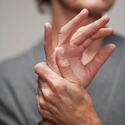 fájdalom volt az ujjak ízületeiben
