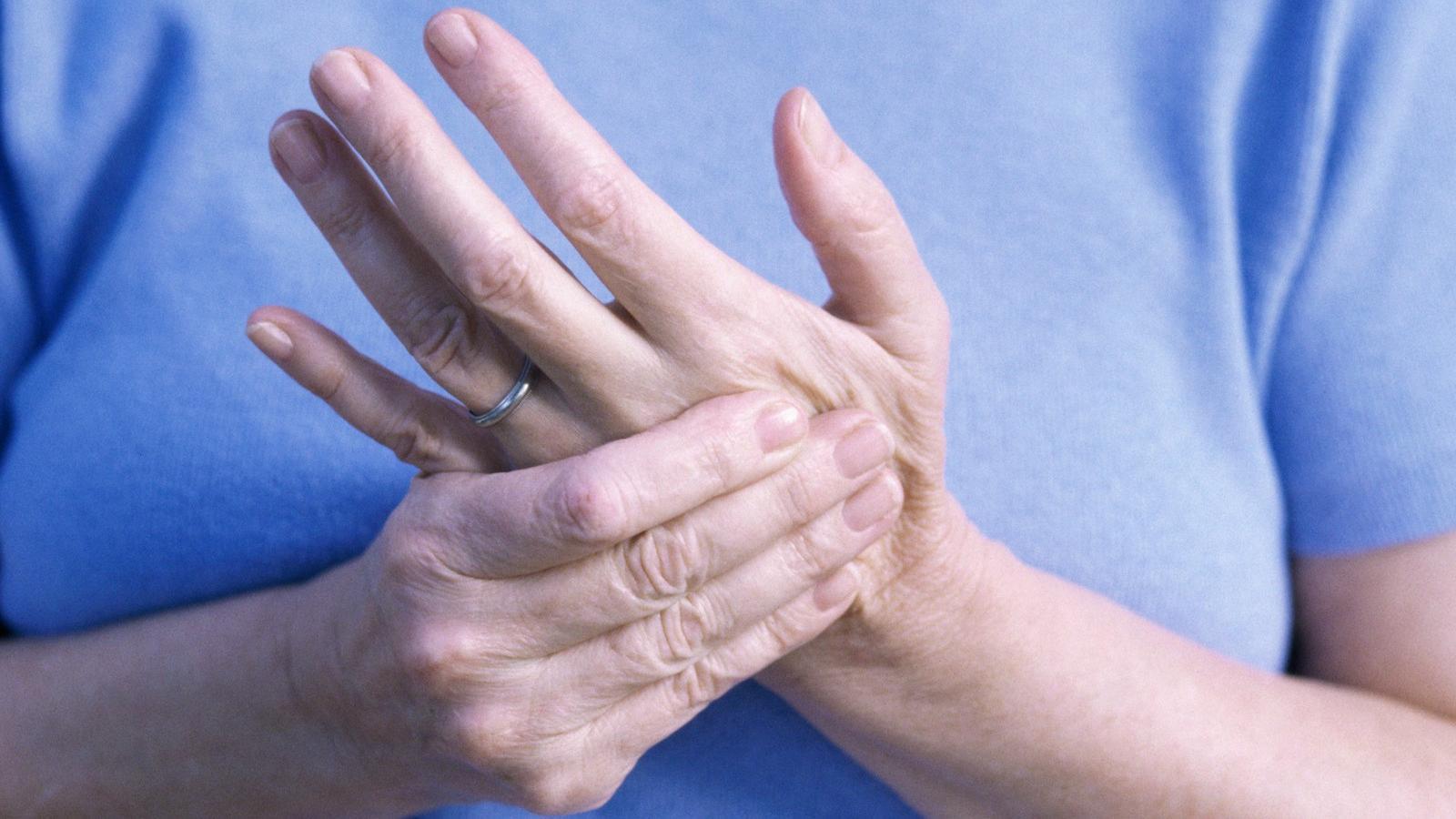 ujjízület károsodása sokk miatt