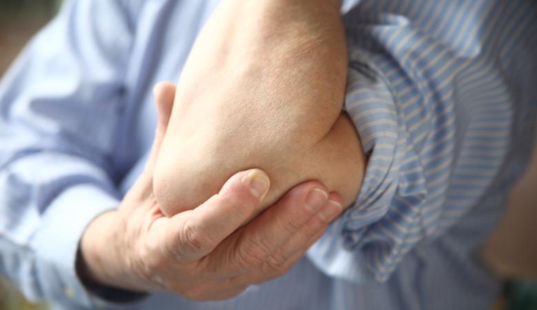 felfelé nyomás közben a könyökízület fáj