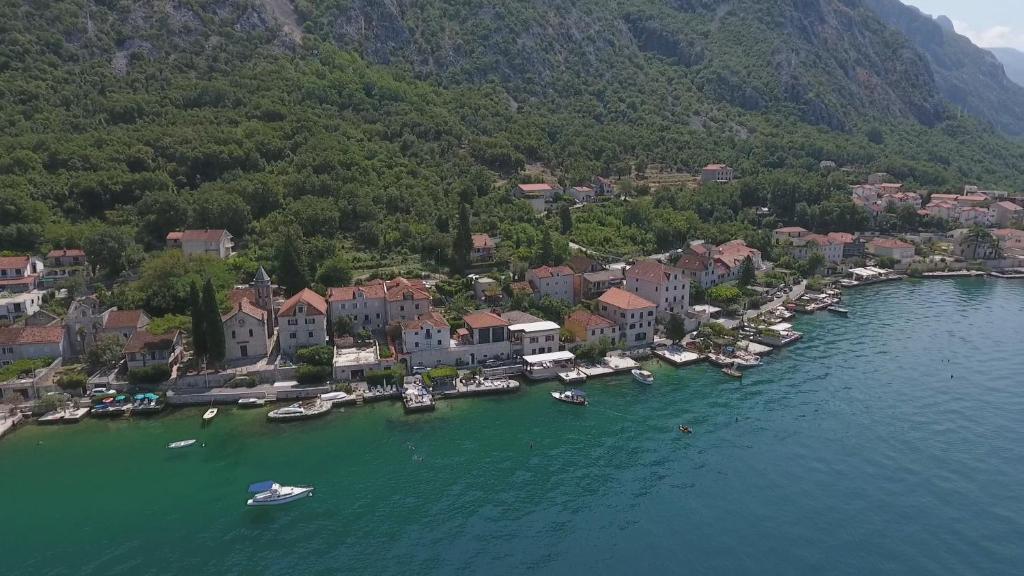 Szobrot kapott Tito Montenegróban. De miért, és miért pont ott?